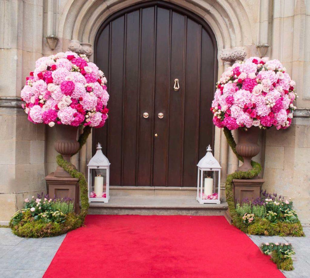 Ideas para decorar la puerta de la iglesia en una boda