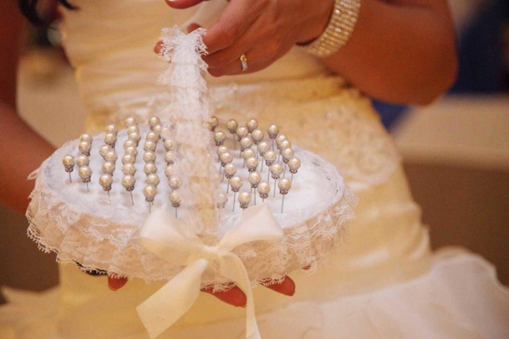 Donde llevar los alfileres de boda